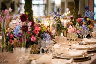 Qué nos gusta una mesa repletita de flores!! 🌸 ELENGANCIA, COLOR Y DELICADEZA fueron algunos de los elementos claves de esta boda! ✨ Además de sonrisas y palabras bonitas que hacen que todo esto merezca la pena! 💫 Queréis conocer un poquito más? Corred a nuestra web!!💥💥Os enseñamos más detalles de la boda de esta parejaza, Cristina & Antonio! No pueden ser más brutales y estilosos!! 🧡 @molinayroyofotografas 📸 #loveatope #weddings & #lifestyle • We love a table full of flowers! 🌸 ELEGANCE, COLOUR AND DELICACY were some of the key elements of this wedding! ✨ Also, smiles and nice words that make it all worth 💫 Do you want to know a little bit more? Hurry up to see our website! 💥💥 We show you more details of the wedding of our amazing couple, Cristina & Antonio! They couldn't be more beautiful and stylish! 🧡 @molinayroyofotografas 📸 #loveatope #weddings & #lifestyle