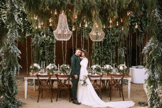 Tanto tiempo soñando con volver a la carga para enseñaros todo lo que tenemos planeado para este temporadón…❤️🔥 Os dejamos la Preciosa deco de Cris & Aitor, que tanta repercusión ha tenido entre nuestros novios y parejas nuevas!! Literal una avalancha desde su boda! 🙈💪🏻 GRACIAS SIEMPRE! #loveatope #weddings & #lifestyle @javimateofotografos 📸 @cartamoflores 🌿